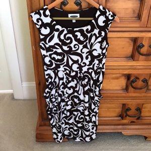 Dresses & Skirts - Intermission Dress w/ front Pockets (Like New)